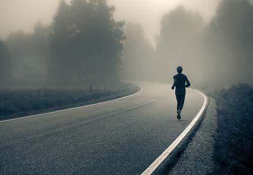 Рекомендации тренера как начать бегать по вечерам.